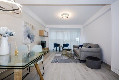 komfortowe wnętrze salonu w luksusowym apartamencie do sprzedaży Hiszpania (Orihuel)