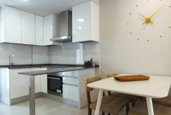 jadalnia i kuchnia w ekskluzywnej willi do sprzedaży Hiszpania-Mil-Pamlera