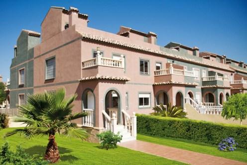 widok od strony ogrodu na ekskluzywną willę do sprsedaży Hiszpania (Las Balsicas)