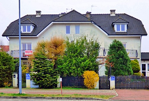 rzut od strony ulicy na ekskluzywną willę na sprzedaż Szczecin (okolice)