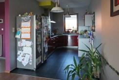 nowocześnie umeblowana kuchnia w luksusowej willi na sprzedaż Wrocław (okolice)