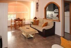 komfortowy salon w ekskluzywnym apartamencie do sprzedaży Hiszpania (Costa Blanca, Orihuela Costa)
