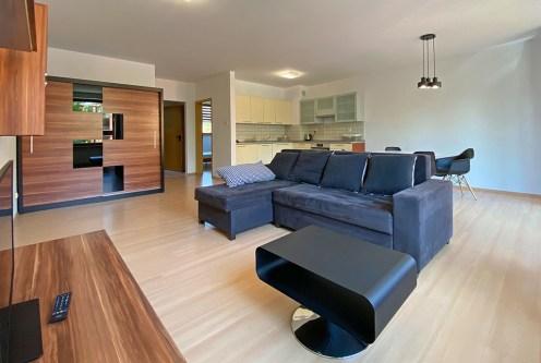 nowoczesny design salonu w ekskluzywnym apartamencie do wynajęcia Szczecin