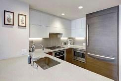 kuchnia w funkcjonalnej zabudowie w ekskluzywnym apartamencie na sprzedaż Grudziądz