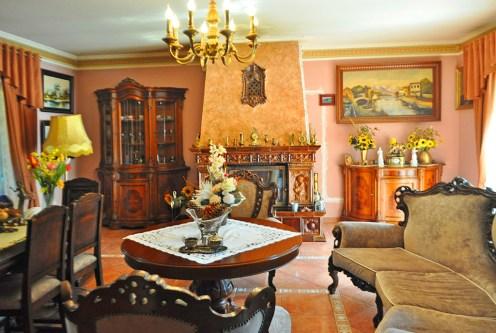 zbliżenie na prestiżowy salon w luksusowej willi na sprzedaż Wałcz (okolice)