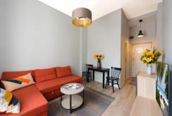 widok z innej perspektywy na salon w luksusowym apartamencie do wynajmu Warszawa