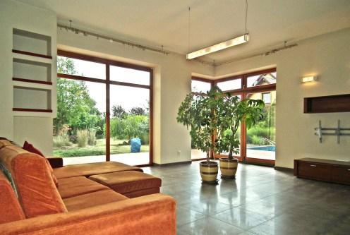 ogromny salon w ekskluzywnej willi do sprzedaży Legnica (okolice)