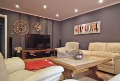 stylowy pokój dzienny w ekskluzywnej willi na sprzedaż Legnica