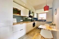 kuchnia w zabudowie w luksusowym apartamencie do wynajmu Szczecin