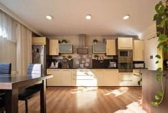 nowoczesna zabudowa kuchni w luksusowym apartamencie na sprzedaż Bolesławiec