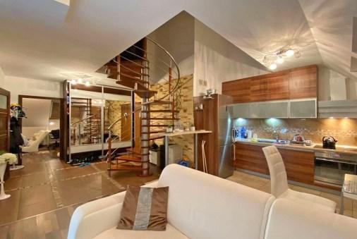 wytworne wnętrze salonu w ekskluzywnym apartamencie do sprzedaży Szczecin (okolice)
