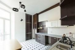 kuchnia w stylowej zabudowie w ekskluzywnym apartamencie na sprzedaż Łódź