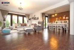 widok na elegancki salon w luksusowej willi do sprzedaży Konin (okolice)