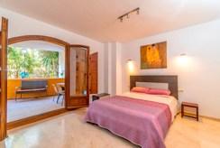 zaciszna sypialnia w ekskluzywnym apartamencie na sprzedaż Hiszpania (Punta Prima)