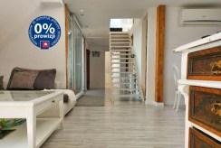 funkcjonalny hol w ekskluzywnym apartamencie na sprzedaż Legnica (okolice)