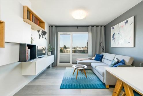 nowoczesny design salonu w ekskluzywnym apartamencie do sprzedaży Poznań (okolice)