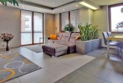widok na drugą stronę salonu w luksusowym apartamencie na sprzedaż Piotrków Trybunalski