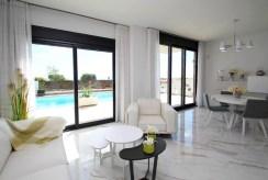 na pierwszym planie salon w luksusowej willi do sprzedaży Hiszpania (San Miguel de Salinas)