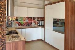 funkcjonalnie zabudowana kuchnia w ekskluzywnej willi do sprzedaży Legnica (okolice)