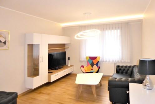 przeciwległa strona salonu w ekskluzywnym apartamencie na wynajem Częstochowa