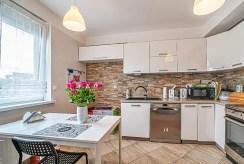 kuchnia i jadalnia w luksusowym apartamencie do sprzedaży Bolesławiec