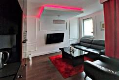 zbliżenie na komfortowy pokój gościnny w luksusowym apartamencie na sprzedaż Gdańsk (okolice)