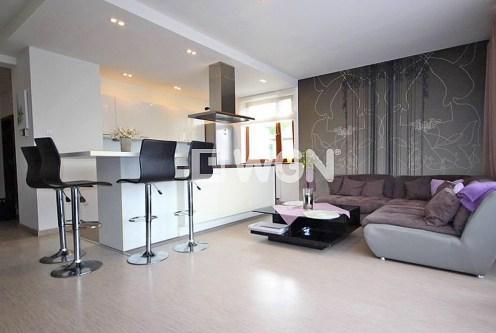 przestronny pokój gościnny w ekskluzywnym apartamencie do wynajęcia Szczecin