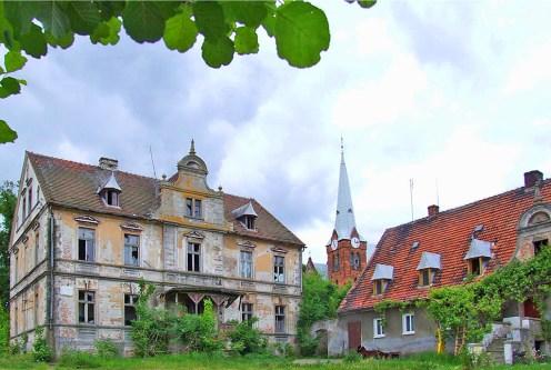 imponująca bryła ekskluzywnego pałacu do sprzedaży Dolny Śląsk