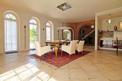 wytworny pokój dzienny w ekskluzywnej willi na sprzedaż Wieluń (okolice)