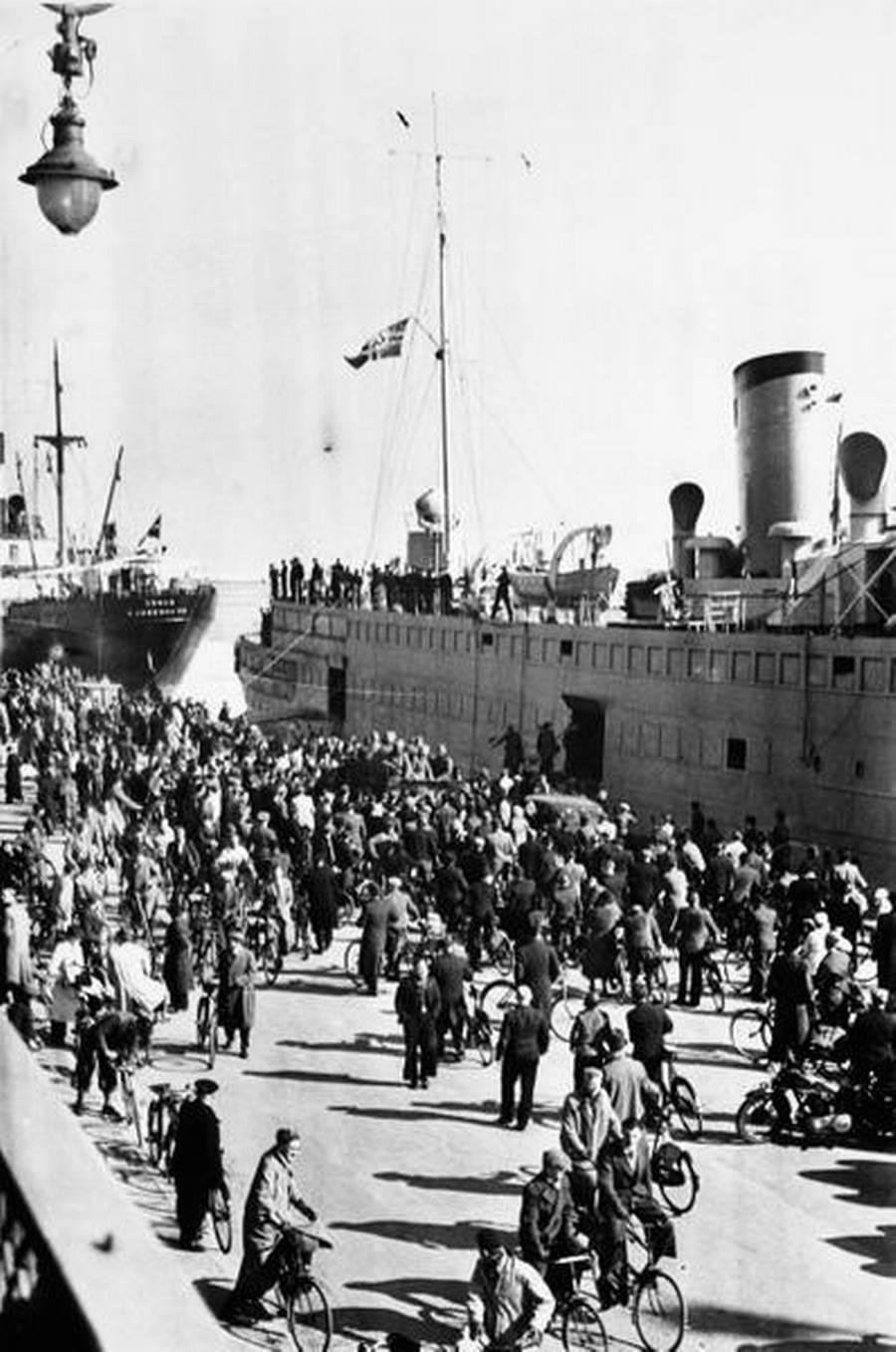 Tyske soldater bliver landsat på Langelinje i København. (Polfoto)