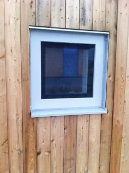Fönster utsida steps till nollenergihus