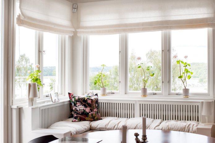 Gammeldags fönster typ Sverige104 med fönsterhakar