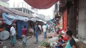 লকডাউন মানা হচ্ছে না কালীগঞ্জে বাজারে জনগনের ভীড় লক্ষ্যণীয়