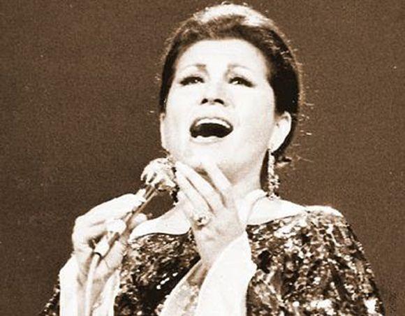 Lola Beltrán in concert – Alfredo Bryce Echenique