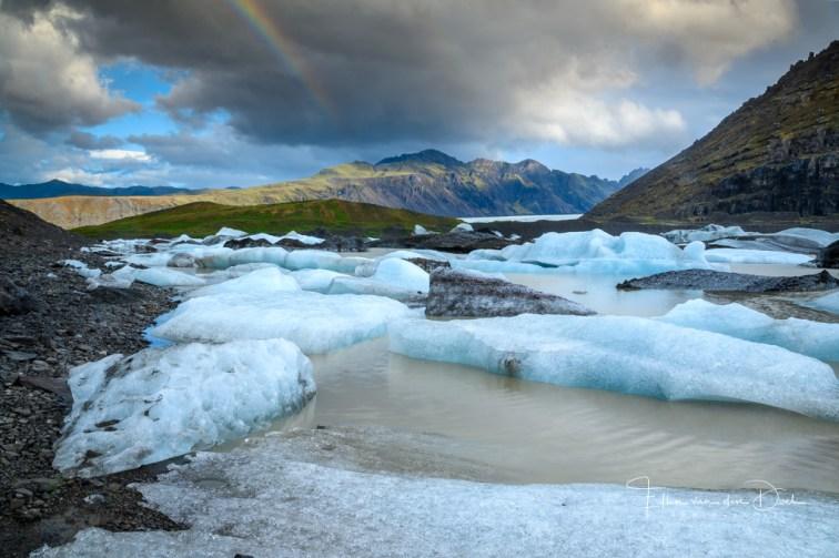 Regenboog boven gletsjermeer