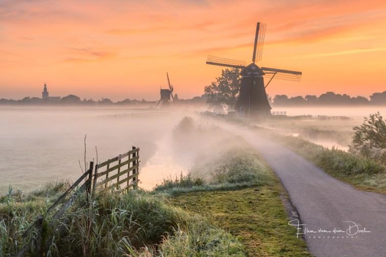 Een sfeervolle zonsopkomst bij de molens