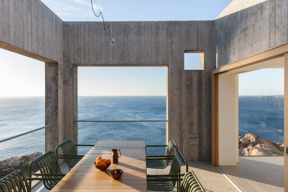 patio-house-ooak-architects-residential-architecture-house-greece_dezeen_2364_col_9