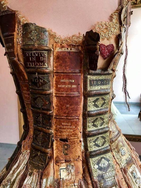 WebMDI-Incredibly-Amazing-Dresses-By-Sylvie-Facon-03