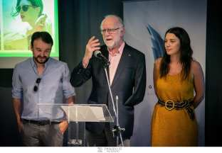 Οι σχεδιαστές Δημήτρης Διαμαντής και Πελαγία Χριστάκη, του brand Urban Owl μαζί με τον κ. Γιάννη Τσεκλένη