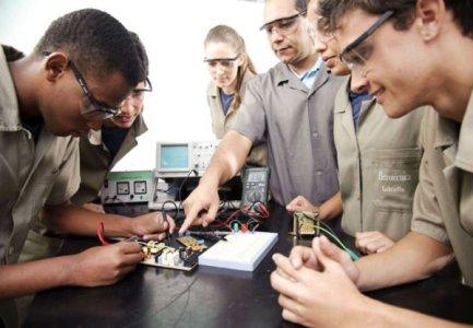 curso técnico e1476051467658 - O que faz um técnico em hardware? Descubra tudo sobre a profissão de técnico em hardware.