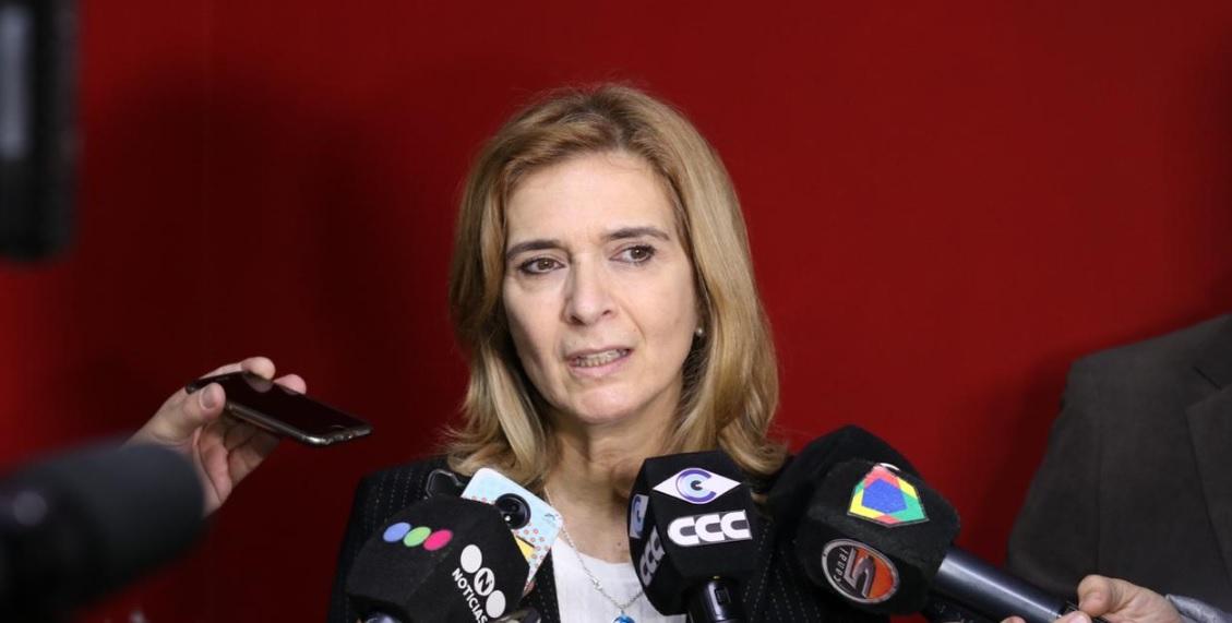 Pedidos de Silvia Elías a Iván Kerr