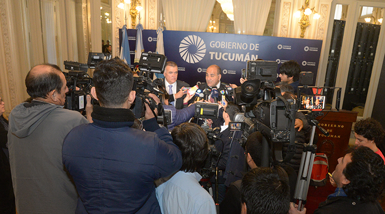 «Agradezco la deferencia al doctor Fernández», dijo Manzur