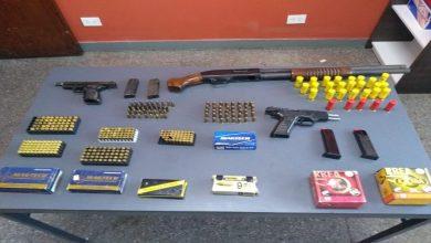 Photo of Se encontraron armas y un grueso stock de balas en una vivienda de la capital