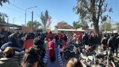 Photo of Una multitud despidió a Espinoza y continúa el repudio político