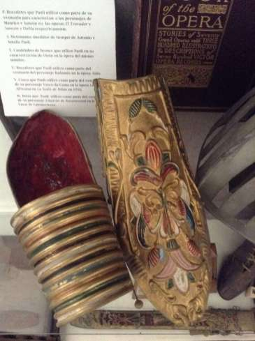 Brazaletes utilizados por Paoli en las óperas El Trovador y Sansón y Dalila