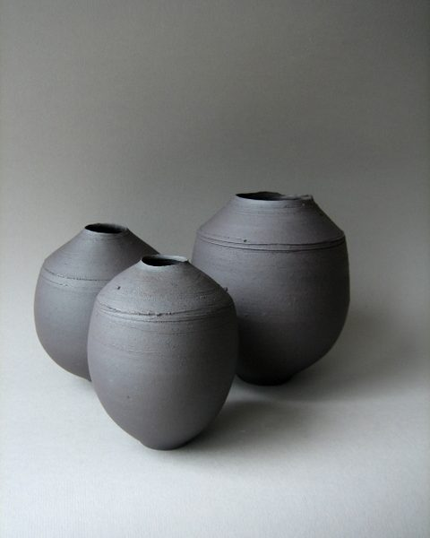 Elaine_Bolt_Dark_Metal vessel group