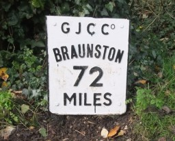 We were actually heading away from Braunston.