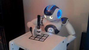 un-robot-nao-qui-joue-au-tictactoe