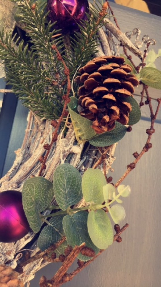 festive-flair-elainesrovesntroves-wreath-for-christmas