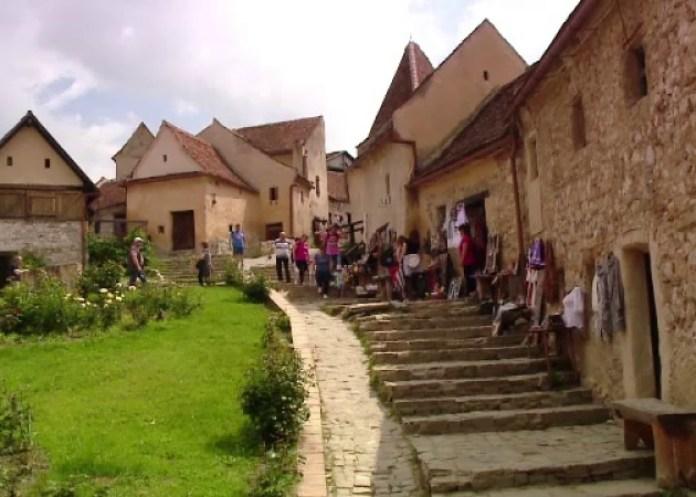 Un sat din România a fost inclus între cele mai frumoase din lume - GALERIE FOTO 4
